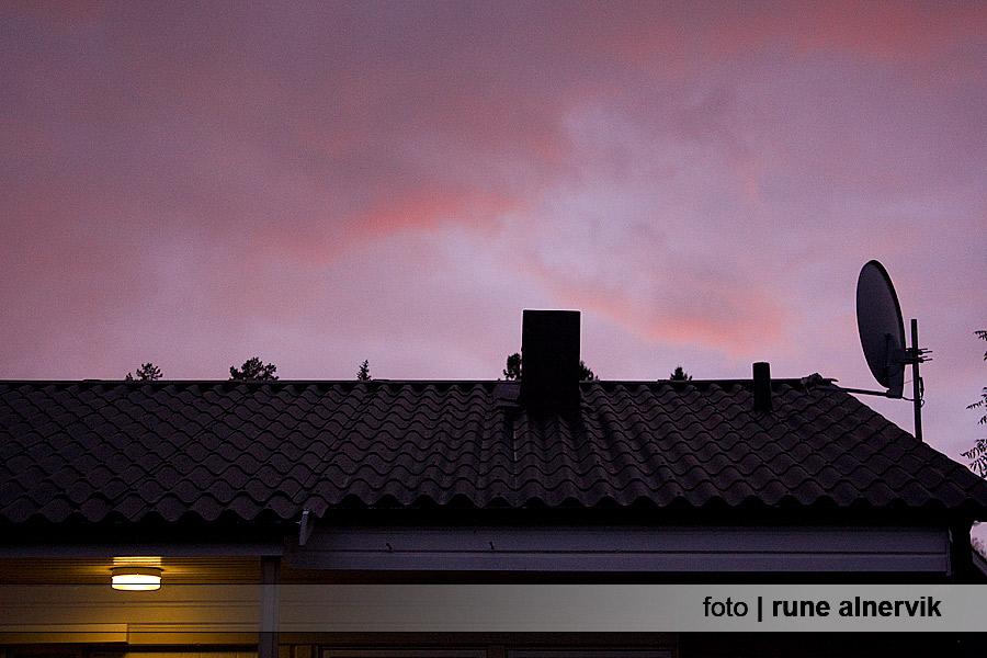 Röd himmel över taket