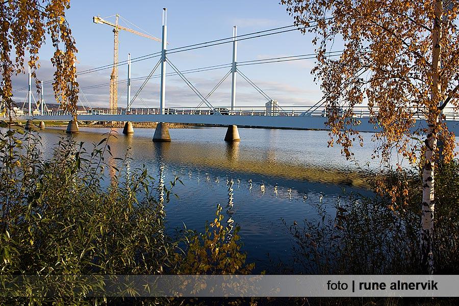 Munksjöbron, vackra speglingar i vattnet